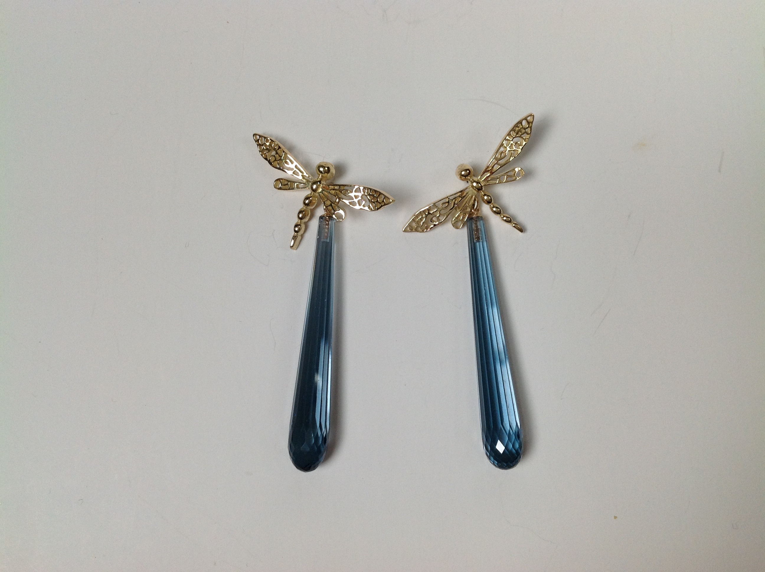 18K gold dragonfly with blue topaz E020