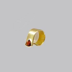 Evy ring 18 karat with garnet