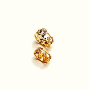 18 karat wedding set, engagement ring with diamond and plain rosette band